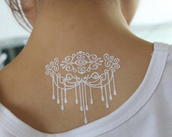 tatouage henne blanc numéro 10