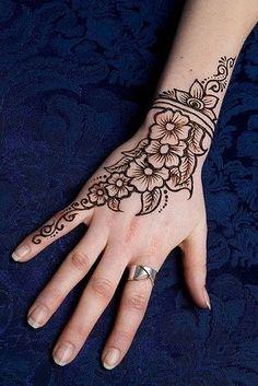tatouage au henné noir modèle 01