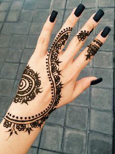 tatouage au henné noir modèle 02